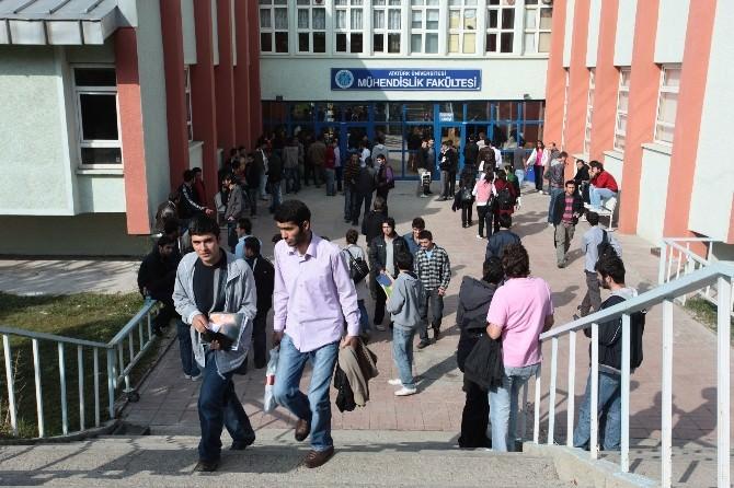 Yaz Okulu Programına, 101 Üniversiteden 13 Bin Öğrenci Katılıyor