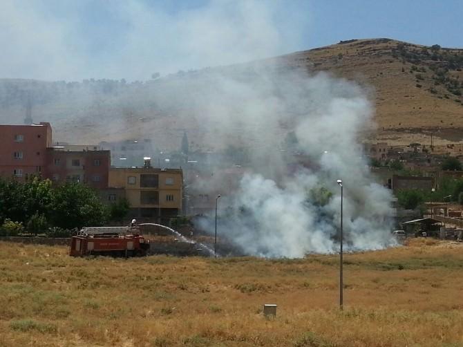 Anız Yangını Evleri Tehdit Etti