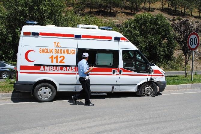 Amasya'da Ambulansla Tır Çarpıştı: 2 Yaralı