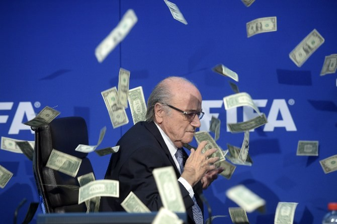 Sepp Blatter'e Dolarlı Protesto