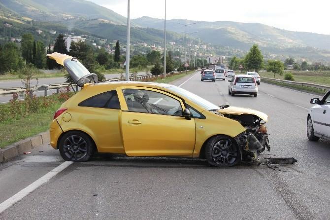 Otomobil Bariyere Çarptı, Sürücü Üzüntüsünden Ağladı