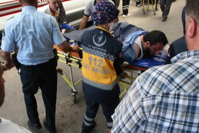 Babasını Bıçaklayan Genç, Biber Gazıyla Etkisiz Hale Getirildi
