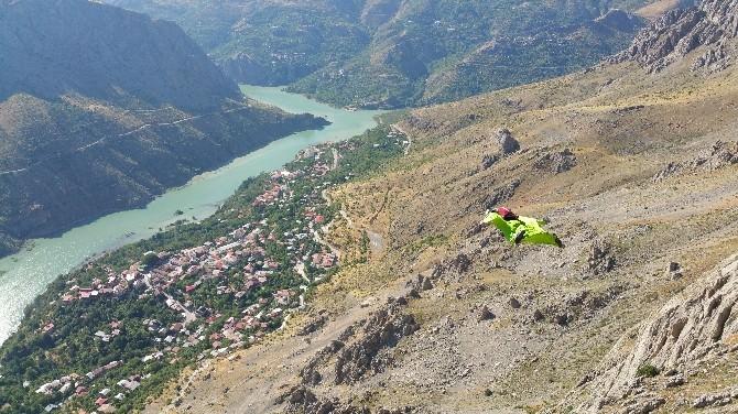 Türkiye'de Wingsuit Ve Base Jump Atlayışları İlk Defa Kemaliye'de Yapıldı