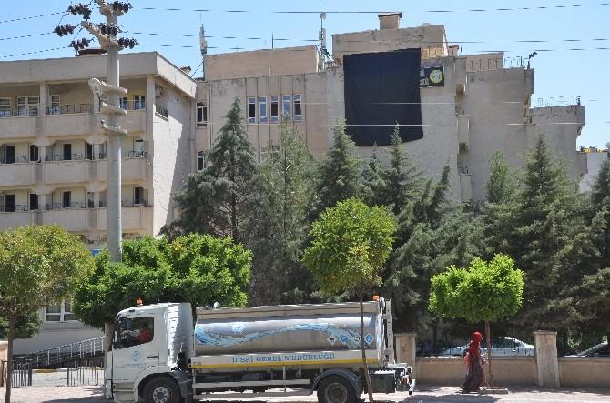 Silvan Belediyesi'ne Siyah Bayrak Asıldı