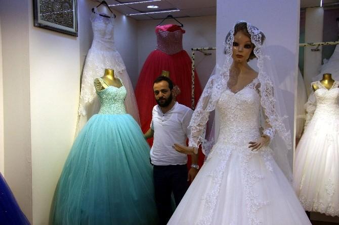Kilis'te Gelinlik Satan Mağazalar Düğün Mevsiminde Hareketli
