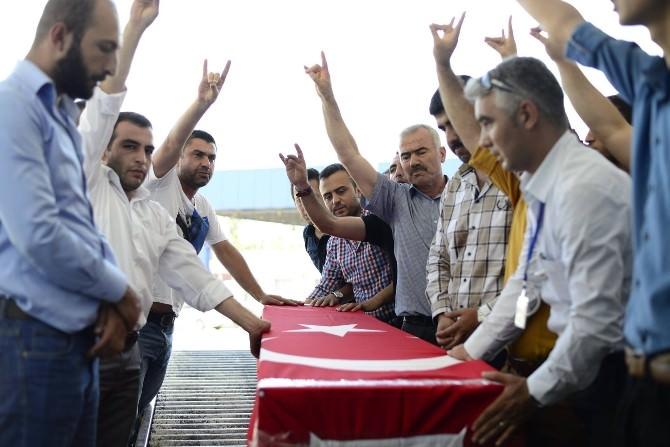 Ülkücüler, Türkmen Cephesinde Savaşırken Can Veren Arkadaşlarını Yolcu Etti