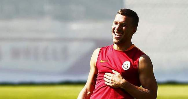 Podolski'den Burak açıklaması: Saçmalık...