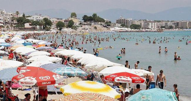 Didim'de kavurucu sıcaklar tatilcileri bunalttı