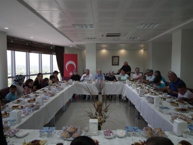 SGK Personeli, Yuvada Yaşayan Çocuklarla Kahvaltı Yaptı