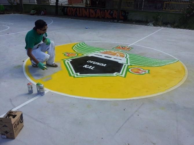 Gönen'deki İlkokulun Basketbol Sahası Yenileniyor