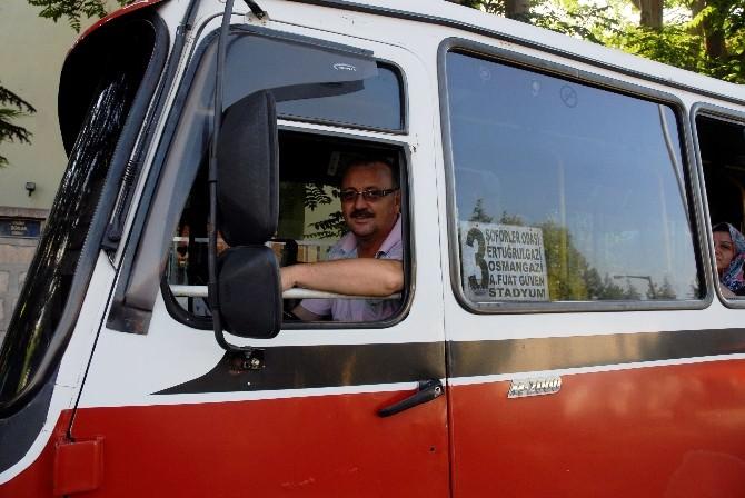 Minibüs Şoförlerinden Sıcak Havaya Karşı Tebessüm Ettiren 'Açs' Çözümü