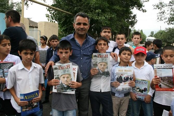 Yavuzaslan Ve Paşayeva'dan Azerbaycanlı Öğrencilerle Kitap Hediyesi