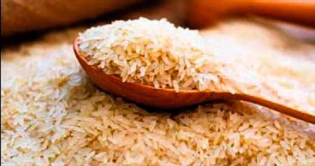 Pirinci arıtmak için sıcak sudan geçirin