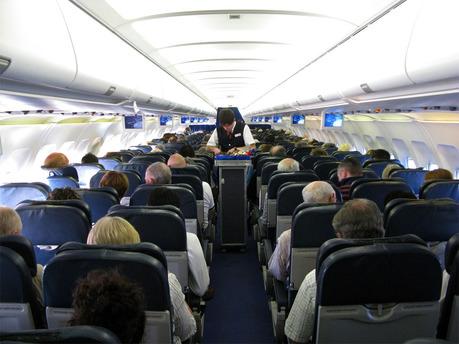 Uçaklardaki cep telefonu yasağı kalkıyor