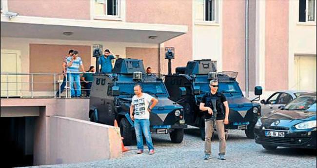 İzmir'de üçlü operasyon