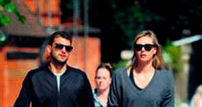 Sharapova tası tarağı alarak ayrıldı