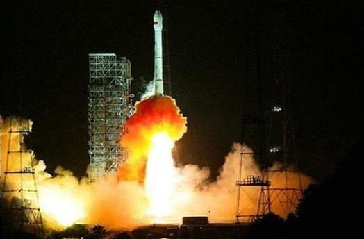 Çin iki uydu birden gönderdi