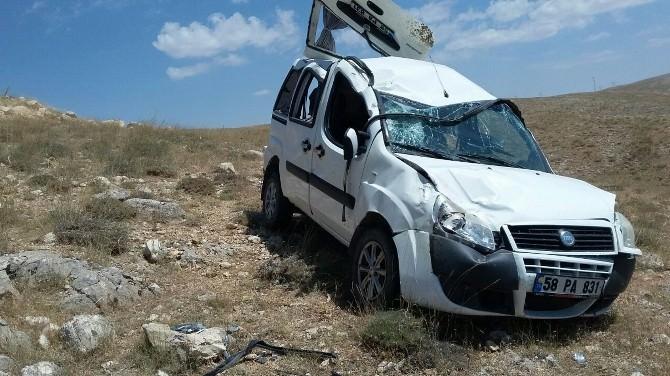 Sivas'ta Otomobil Takla Attı: 2 Yaralı