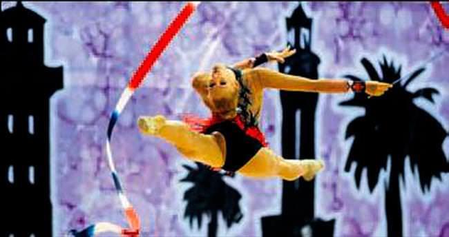 Cimnastik şöleni izleyeni büyüledi