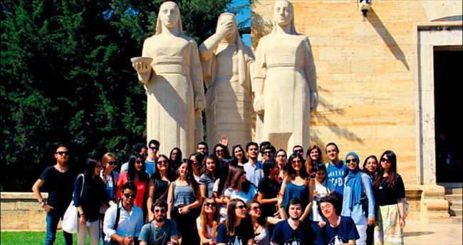 Yabancı stajyerler Anıtkabir'i gezdi