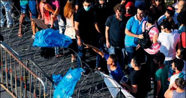 30 bin tonluk çöp krizi isyana dönüştü