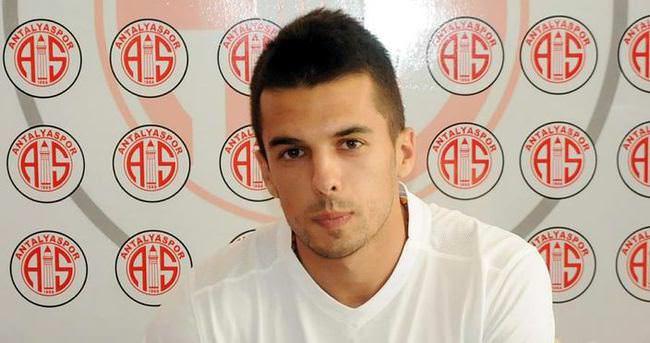 Kvesic'ten Antalyaspor'a 4 yıllık imza