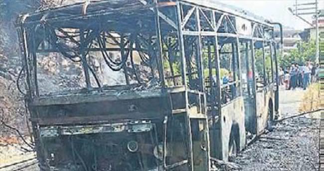 Özel halk otobüsü kül oldu