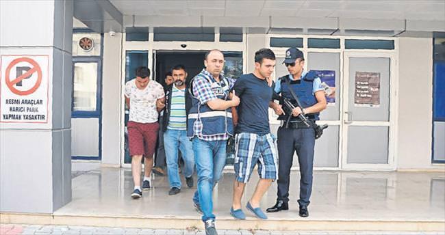 Polisi bıçakladılar