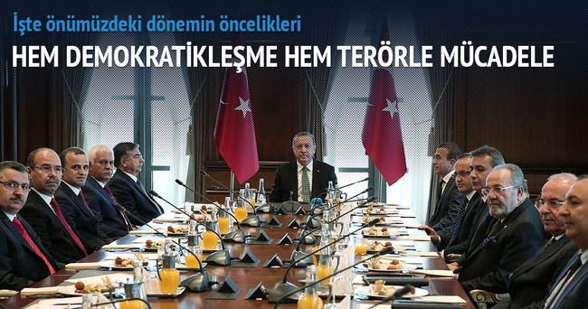 'Hem demokratikleşme hem terörle mücadele'