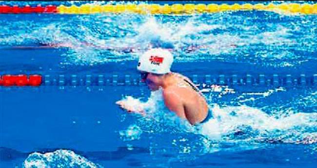 Genç yüzücülerden Türkiye rekoru