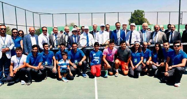 Erzurum'da tenis şöleni
