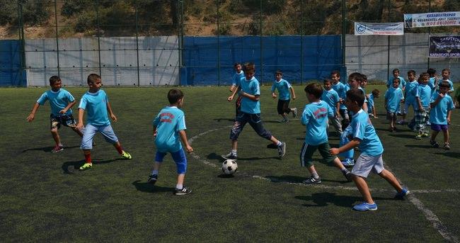 Ümraniye'de binlerce öğrenci spor yapıyor