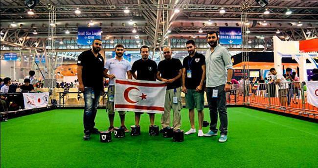 Futbolcu robotlar dünya 11'incisi oldu
