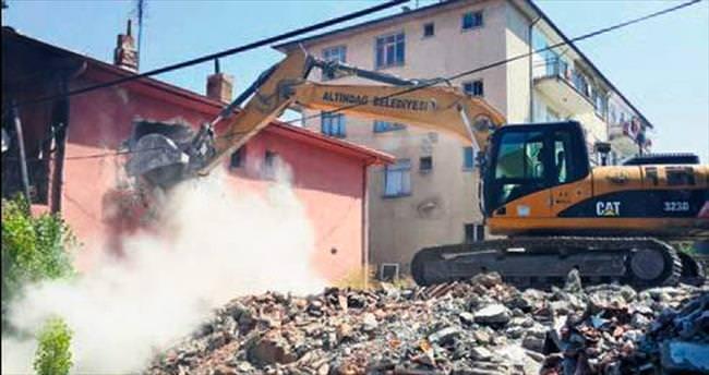 Altındağ Önder'de metruklar yıkılıyor