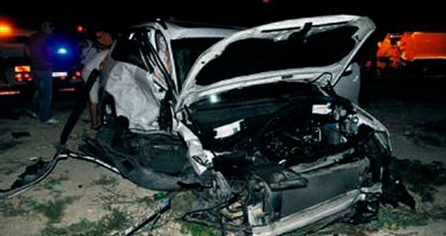 Otomobil kırmızı ışıkta geçti: 2 ölü