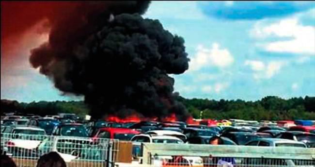 İngiltere'de özel uçak düştü: 4 ölü