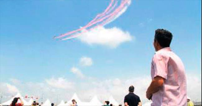 Akrobasi pilotları nefesleri kesti