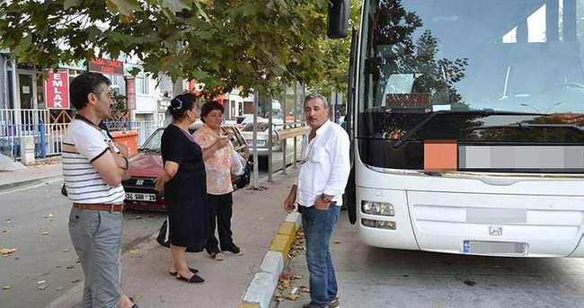 Otobüs arızalandı, yolcular kaldırımda sabahladı