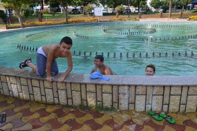 Nazilli'de Çocuklar Tehlikeli Sularda Yüzüyor