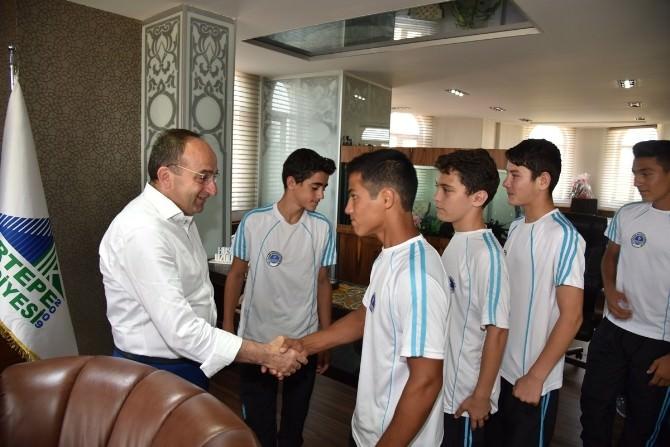 Başkan Üzülmez, Genç Boksörleri Ağırladı
