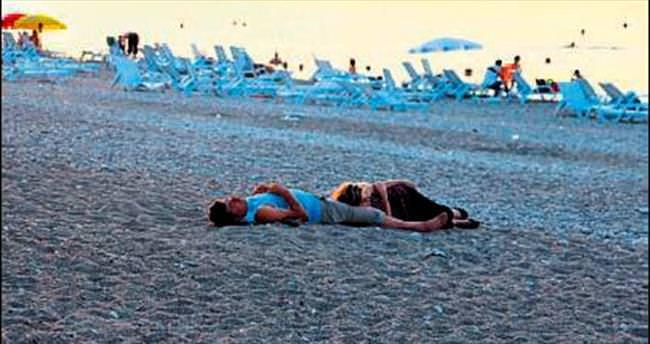 Bunaltan sıcaklar sahilde sabahlattı