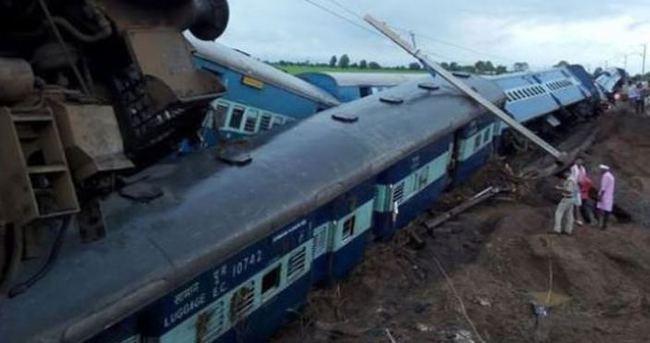 Hindistan'da iki tren raydan çıktı: 27 ölü