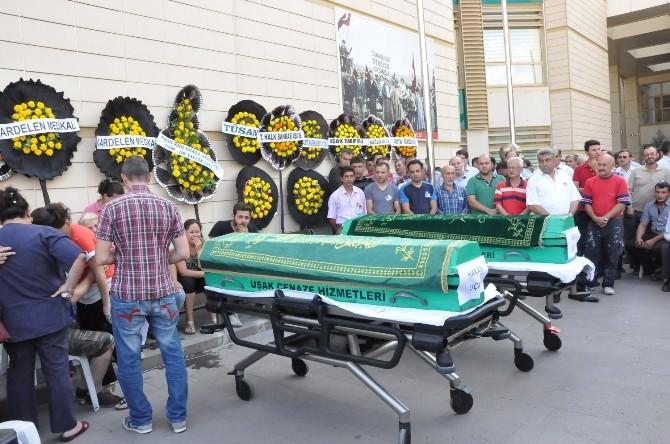 Uşak'ta Kazada Hayatını Kaybeden Sağlıkçılar İçin Tören Düzenlendi