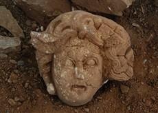 Gazipaşa'da Medusa Başı Bulundu
