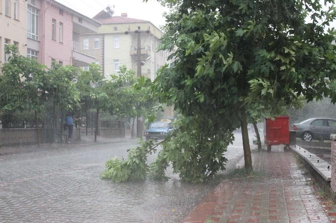Siddetli Yağmur Ve Dolu Olumsuz Etkiledi