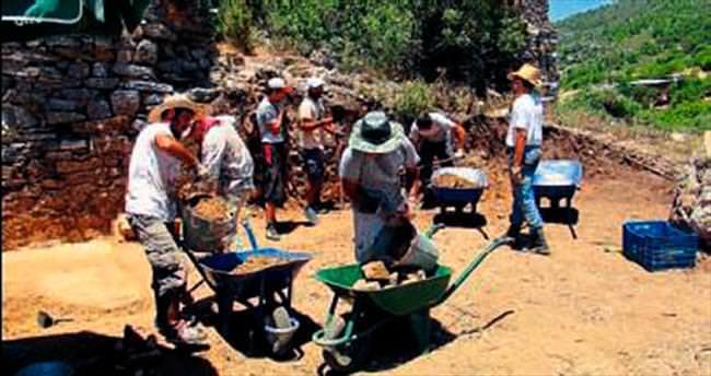 Gazipaşa'daki kazıda Medusa başı bulundu