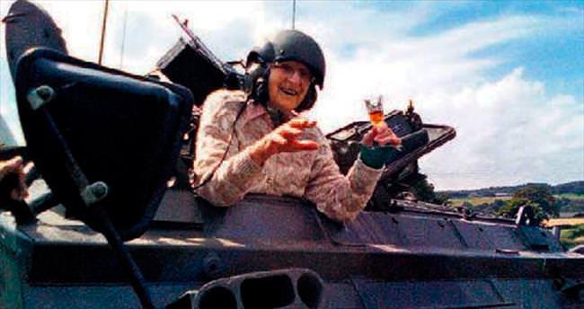101'inci yaş gününe tank sürerek girdi