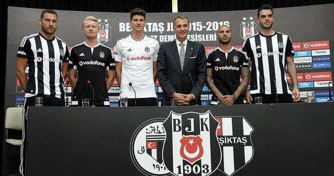 Beşiktaş'tan imza şov