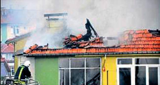 İki daire yangında kül oldu