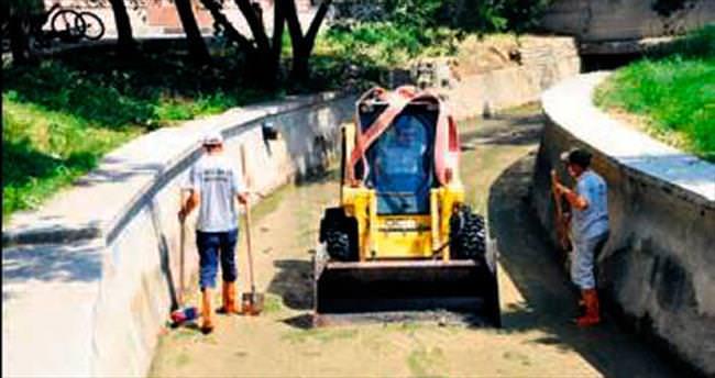 Mogan ve Eymir'e kanaldan temizlik